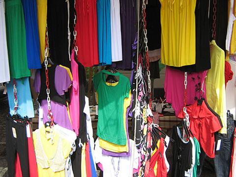 mercadillo ropa Chiconomic, un estilo que nace de la crisis