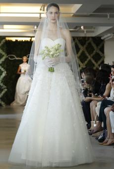 new oscar de la renta wedding dresses spring 2013 005 Las novias azules de Oscar de la Renta