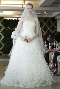 new oscar de la renta wedding dresses spring 2013 024 Las novias azules de Oscar de la Renta