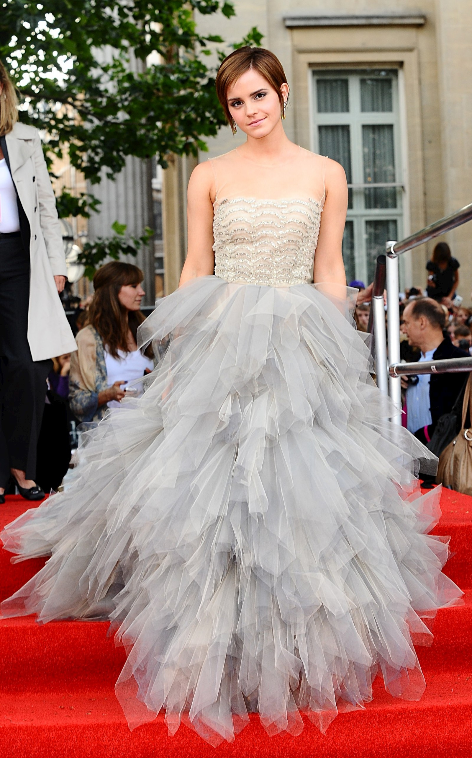 Emma Watson Harry Potter And The Deathly Hallows Part 2 Premiere Dress Los looks de Em...