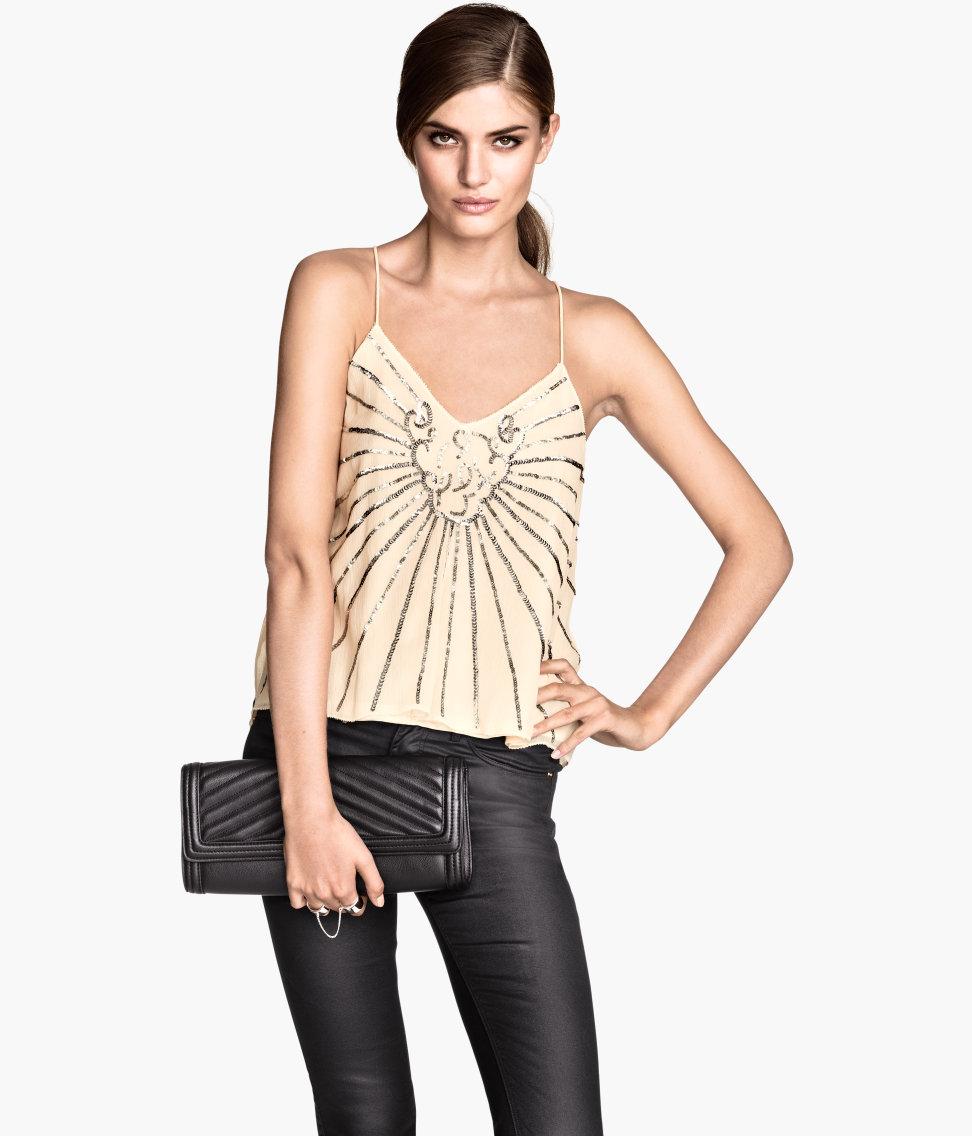 pantalones de fiesta moda Si eres una mujer moderna, y la comodidad está por encima de todo para ti, te presento una selección de vestidos con pantalón para invitadas a una boda o a una fiesta.
