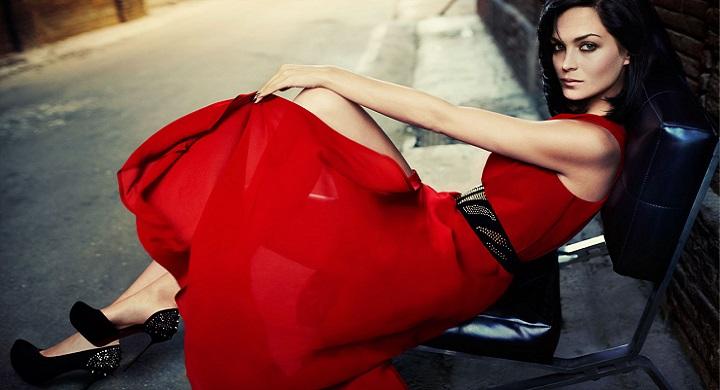 combinar vestido rojo