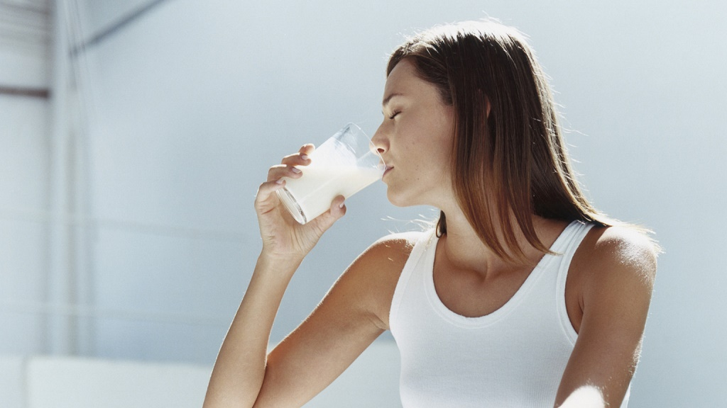 beber escolta chorreo de leche