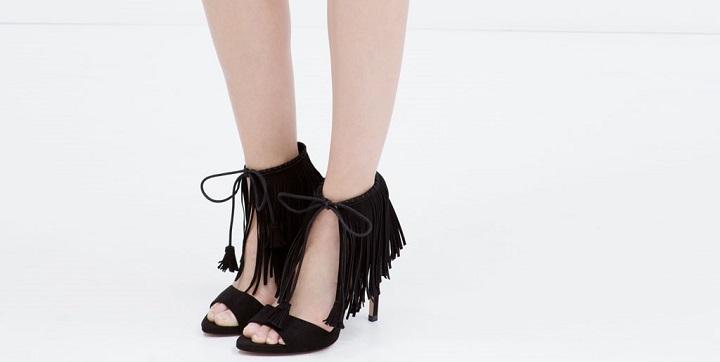 sandalias flecos de Zara